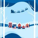 Rue neigeuse de paysage de ville d'hiver et vacances d'hiver Vol du père noël avec le traîneau de renne au-dessus d'une ville illustration libre de droits