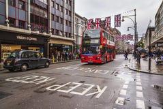 Rue occupée d'Oxford dans le week-end, Londres, R-U Images stock
