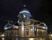 Rue - Pétersbourg. Isaakievsky une cathédrale photographie stock