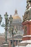 Rue - Pétersbourg. Une cathédrale d'Isaakievsky. Images libres de droits