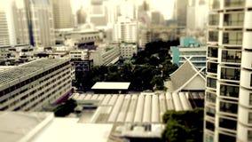 Rue passante de rue de ville de décalage d'inclinaison de Bangkok banque de vidéos