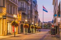 Rue Philippe II på soluppgång arkivbilder