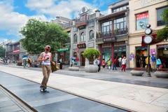 Rue piétonnière d'achats de Qianmen dans Pékin Image libre de droits