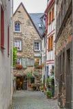 Rue piétonnière dans Beilstein sur la rivière la Moselle, Allemagne Photo libre de droits