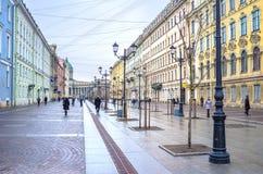 Rue piétonnière dans le St Petersbourg, Russie image stock