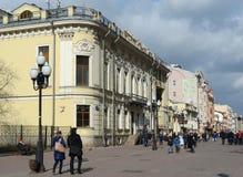 Rue piétonnière vieil Arbat à Moscou Photographie stock