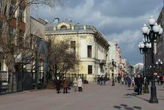 Rue piétonnière vieil Arbat à Moscou Images stock