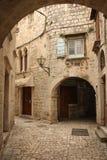Rue pittoresque dans la vieille ville Trogir Croatie images stock