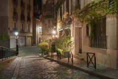 Rue Poulbot på natten arkivbild