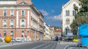 Rue près du nouveau bâtiment du timelapse croate d'académie de musique à Zagreb, Croatie banque de vidéos