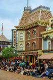 Rue principale chez Disneyland, Hong Kong images libres de droits