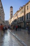 Rue principale dans le mouvement--Dubrovnik, Croatie Photographie stock