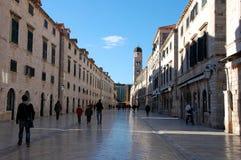 Rue principale Stradun dans la vieille ville de Dubrovnik, Croatie Photos stock