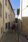 Rue Puits de la Reille Avignon, Frankrike Arkivbilder
