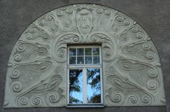 Rue Riga Lettonie de Lacplesa 21 de fragment de façade de bâtiment d'Art Nouveau photos stock