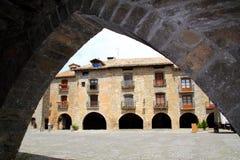 Rue romane médiévale Espagne de village d'Ainsa Photographie stock libre de droits