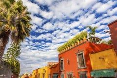 Rue San Miguel de Allende Mexico de ville de jaune orange Photos libres de droits