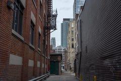 Rue sans issue résidentielle près de l'horizon du centre, Toronto, Ontario, Canada Image libre de droits