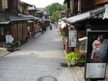 Rue traditionnelle de Kyoto à la région bien connue de Gion Photographie stock libre de droits