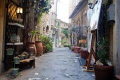 Rue typique de Mougins image libre de droits
