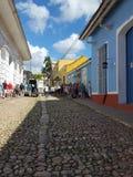 Rue typique de pavé rond au Cuba Photos stock