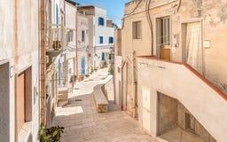 Rue typique de petit village sur l'île de Levanzo, Trapani, Italie Image libre de droits