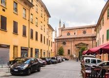 Rue à un centre d'une vieille ville à Bologna, Italie Images stock