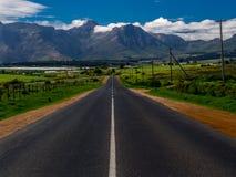 Rue vide dans la campagne sud-africaine Photo stock