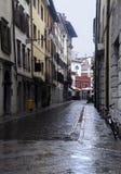 Rue vide sous la pluie Image stock