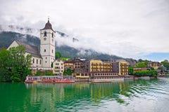 Rue Wolfgang de village sur le lac Autriche Photographie stock