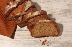Ruebrood op de lijst stock fotografie