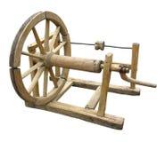 Rueca de madera vieja de la hacer girar-rueda aislada Fotografía de archivo libre de regalías