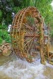 Rueda de agua de bambú. Imágenes de archivo libres de regalías