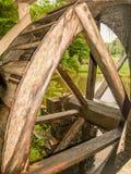 Rueda de agua en el molino histórico de Mabry en Virginia foto de archivo libre de regalías