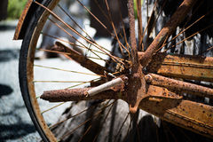 Rueda de bicicleta del vintage, aherrumbrada Imagen de archivo libre de regalías