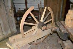 Rueda de carro bajo construcción en nueva Salem, Illinois Fotos de archivo