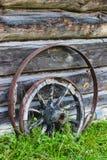 Rueda de carro de madera vieja Fotos de archivo