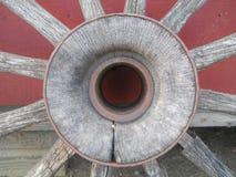 Rueda de carro vieja de la letra O del alfabeto Fotos de archivo