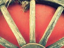 Rueda de carro vieja de la letra W del alfabeto Fotos de archivo