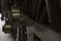Rueda de cobre amarillo del tren del vapor Foto de archivo libre de regalías