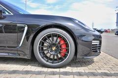 Rueda de coche de Porsche Fotos de archivo libres de regalías