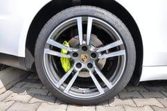 Rueda de coche de Porsche Imagenes de archivo