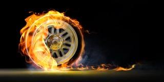 Rueda de coche en el fuego Imagenes de archivo