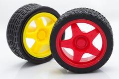 Rueda de coche roja y amarilla del juguete Imagenes de archivo