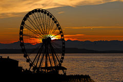 Rueda de Ferris de la puesta del sol Fotos de archivo