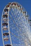 Rueda de Ferris en el parque de atracciones Fotos de archivo