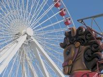 Rueda de Ferris y caballo de oscilación fotografía de archivo libre de regalías