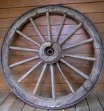 Rueda de madera del carro Foto de archivo libre de regalías