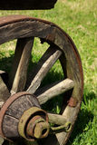 Rueda de madera vieja de Horsecart Imagenes de archivo