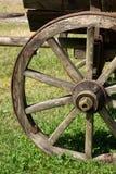 Rueda de madera vieja de Horsecart Foto de archivo libre de regalías